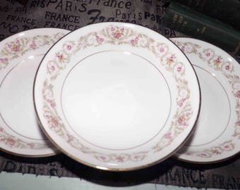 Vintage (1980s) Royal Cameo Winona 4703 fruit nappie, berry or dessert bowl. Brown scrolls and leaves, pink and yellow roses, gold edge