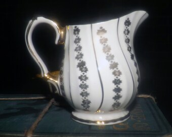Early mid-century (1940s) Sadler 3403 hand-decorated gold swirl lusterware creamer or milk jug. Gold swirls.