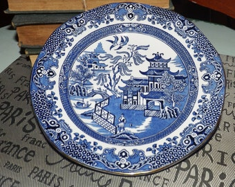 Quite vintage (1930s) Burgess & Leigh Burleigh Ware Blue Willow salad | side plate. Blue-and-white Chinoiserie pattern, gold edge.