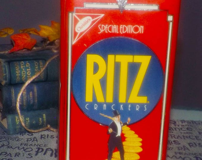 Vintage (1990) Christies Ritz Crackers Putting on the Ritz Special Edition tin with lid. Fred Astaire and Ginger Rogers.