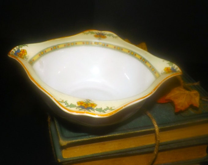 Vintage (1930s) Crown Ducal | art-deco A1476 gravy boat. Ducal Ware made in England.