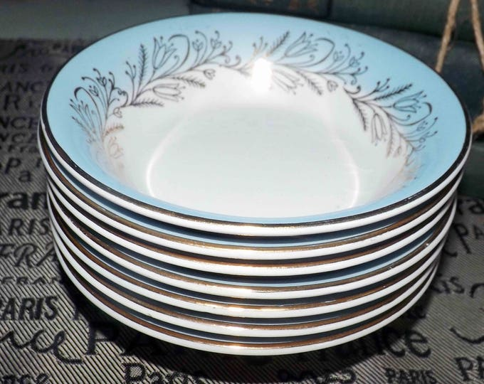Mid-century (late 1940s-1950s) Washington Pottery Blue Riband fruit nappie   dessert bowl. England.