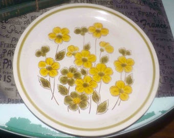Vintage (1970s) Kasuga Fuji Stone Springtime pattern 2-53085 round chop plate | platter. Yellow, green florals, green band. Made in Japan.