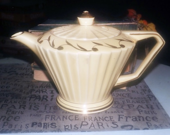 Early mid-century (1940s) Sadler pleated, Aladdin-shape teapot. Yellow ground, golden leaves, edge and accents.