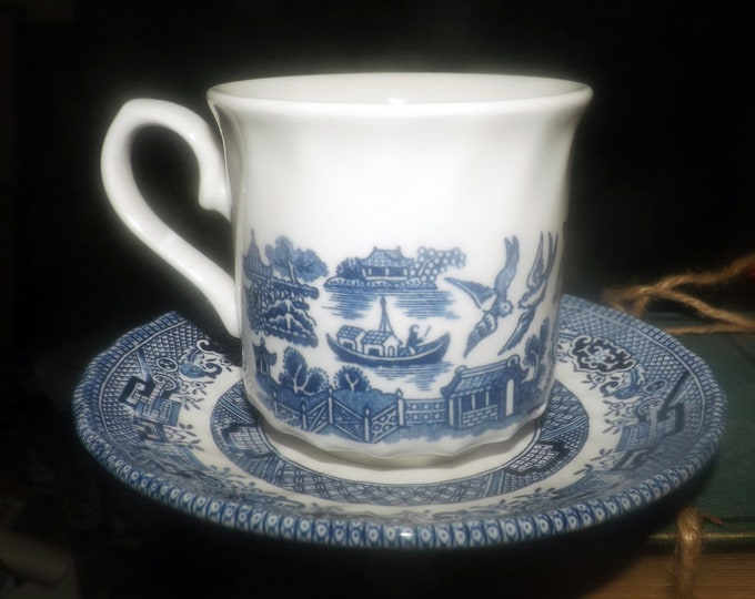 Vintage (1997) Royal Wessex Blue Willow Chinoiserie | Oriental motif blue-and-white tea set (flat cup with matching saucer).
