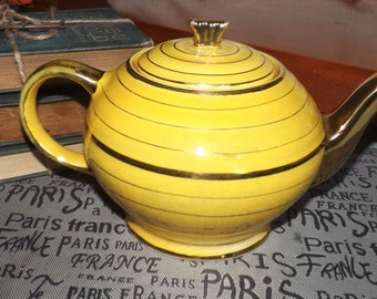 Early mid-century (1940s) Sadler 1077 hand-painted teapot.  Gold spout and handle.  Yellow, ribbed body with gold bands.