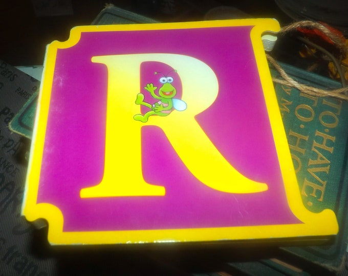 Vintage (1997) CTW Sesame Street Letter R: Ernie's Riddle interlocking book. ABCs Muppets Reader's Digest Young Families. Italy import.
