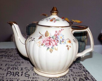 Early mid-century (1940s) Sadler 3423 hand-painted teapot. Ribbed body, gold edge, leaves and accents, pink roses, multicolored flowers.