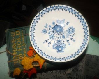 Vintage (1960s) Johnson Brothers Jamestown Blue (white ground) cereal, soup, salad bowl.  Blue florals in urn. Old Granite ironstone.