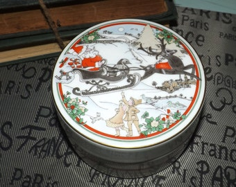 Vintage (1990) Royal Doulton Sleighride covered Christmas trinket dish | candy box. Winter Christmas | snow scene, Santa on his sleigh.