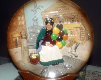 Vintage (1979) Royal Doulton Character Plate Series - The Old Balloon Seller D6649.  Based on the Harradine original of the late 1920s.