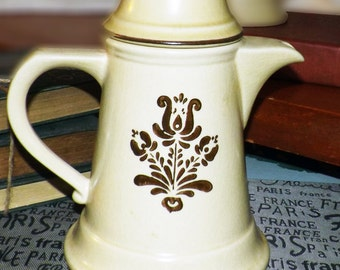 Vintage (1976) Pfaltzgraff Village pattern stoneware coffee pot with lid. Early American design in dark brown, tan ground. Made in USA.