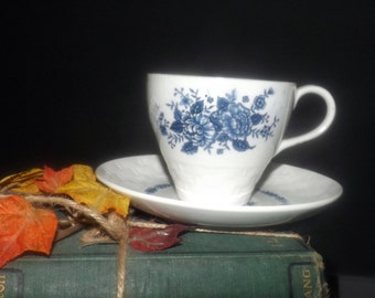 Vintage Mayfair Royal Florence | Royal Daisy cup and saucer set made in Japan. Sets sold individually.