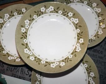 Vintage (1960s) J&G Meakin Mayflower cereal, soup or salad bowl. Green, white flowers, lattice verge.