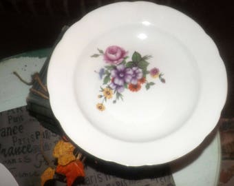Vintage Kahla KHL75 rimmed soup bowl made in Germany. Sold individually.