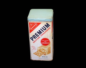 Vintage (1970s) Nabisco Premium Saltine Crackers tin made in the USA. Great kitchen storage, decor item. Early barcode use.