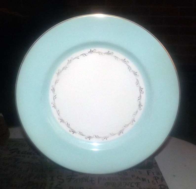 Johnson Brothers JB917 hand-decorated dinner plate or charger Mid-century . see below gold scrolls edge 1950s Minor flaw Aqua band