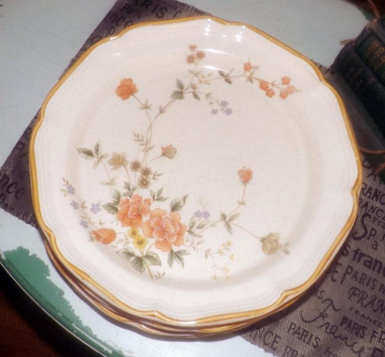 Mikasa Silk Bouquet EC463 large dinner plate 1970s Coral and blue florals Garden Club stoneware. Vintage embossed rim mustard edge