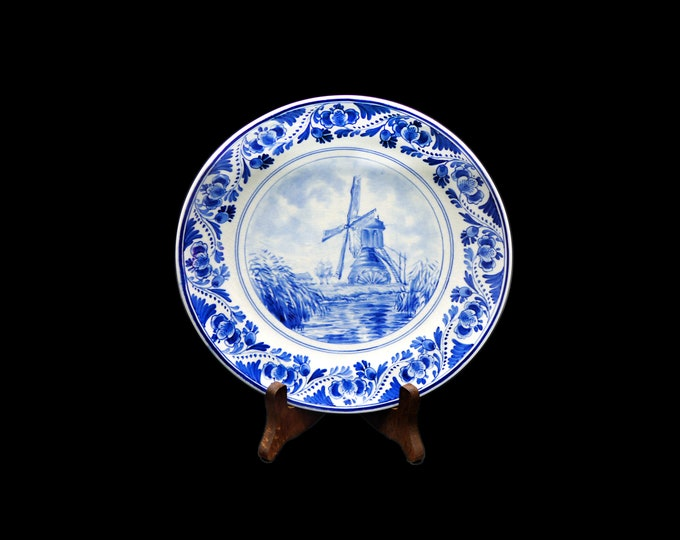 Mid century (1952) de Porceleyne Fles Royal Delft Delft hand-painted wall or cabinet plate made in Holland. Signed and numbered.