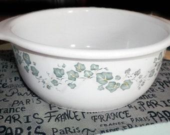 Vintage Corelle Callaway 2.5 quart open stoneware casserole.