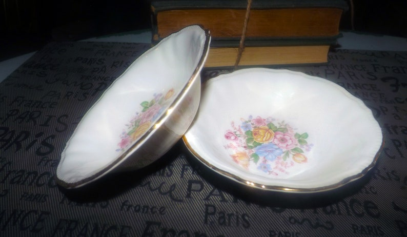 Early mid-century dessert or berry bowl gold edge. 1947 Multicolor center florals Sovereign Potters Barbara Ann 880-47 fruit nappie