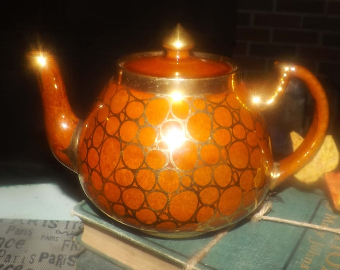 Antique (1920s) Price Brothers teapot pattern 1625 made in England. Four cups. Golden honeycomb design, brown ground, gold edge, accents.