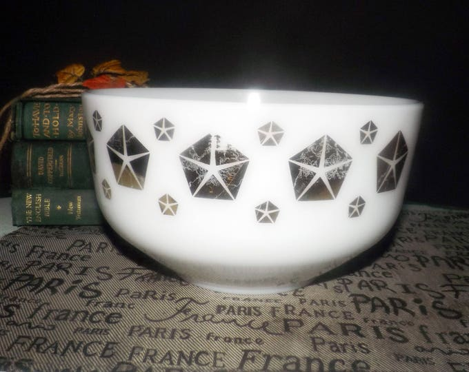Vintage (1960s) Federal Glass all-purpose milk-glass kitchen | mixing bowl.  White stars in gold chevrons. Made in the USA.