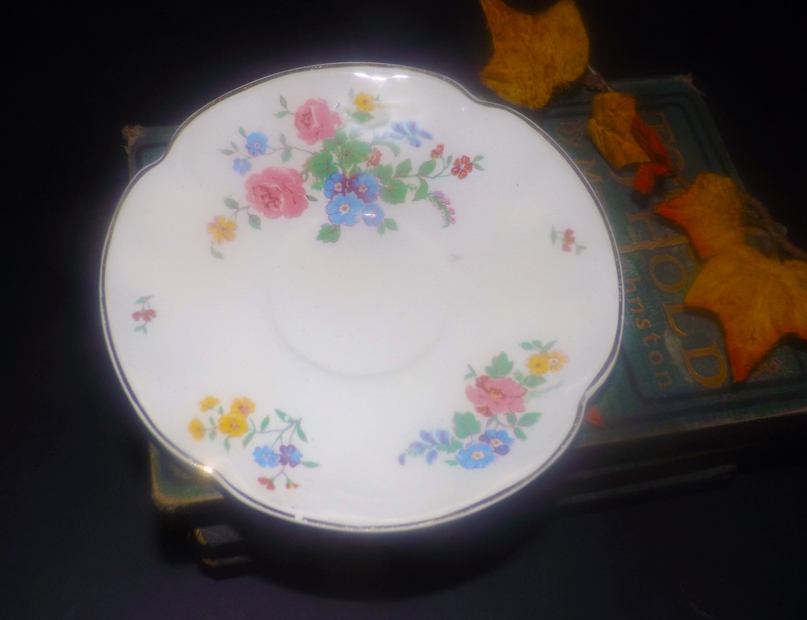 Quite vintage Made in England. 1930s Johnson Brothers JB1193 round vegetable serving bowl