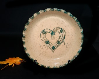 Vintage (1980s) Three Rivers Pottery Amy quiche or pie plate. Americn art porttery made in Coshocton Ohio. Green heart, speckled ground.