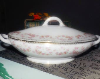 Almost antique (1920s) Royal Bayreuth Bavaria ROB249 pattern hand-painted covered vegetable bowl | tureen. Bridal rose | pink rose sprays.