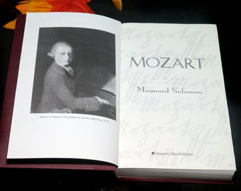 Vintage (1995) Mozart first-edition hardcover book written by Maynard Solomon. Published USA Harper Collins. Complete.