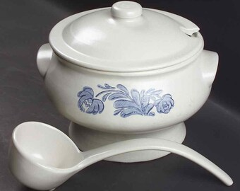 Vintage (1960s) Pfaltzgraff Yorktowne covered stoneware soup tureen with ladle. Made in USA.