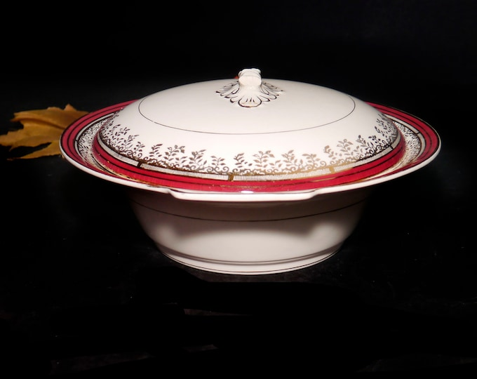 Early mid century Myott Royalty Maroon 1559BU covered vegetable serving bowl made in England. Flaw (see below).