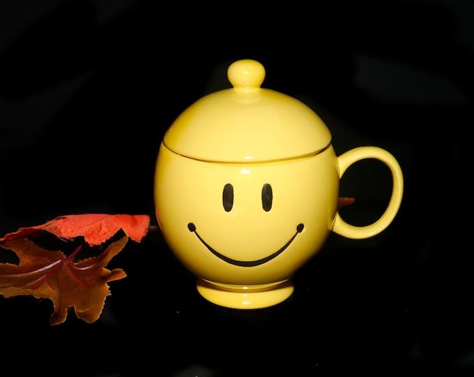 Vintage Teleflora 20 oz coffee or tea mug with lid. Yellow Happy Face.