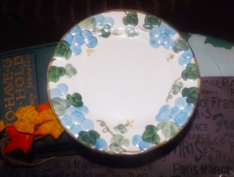 Metlox USA Sculptured Grape salad or side plate Metlox Poppytrail Vernon Vintage stoneware. Vintage 1960s