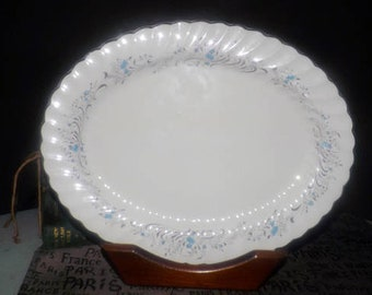 Vintage (1960s) Sovereign Potters Charmian R110-62 oval vegetable platter.
