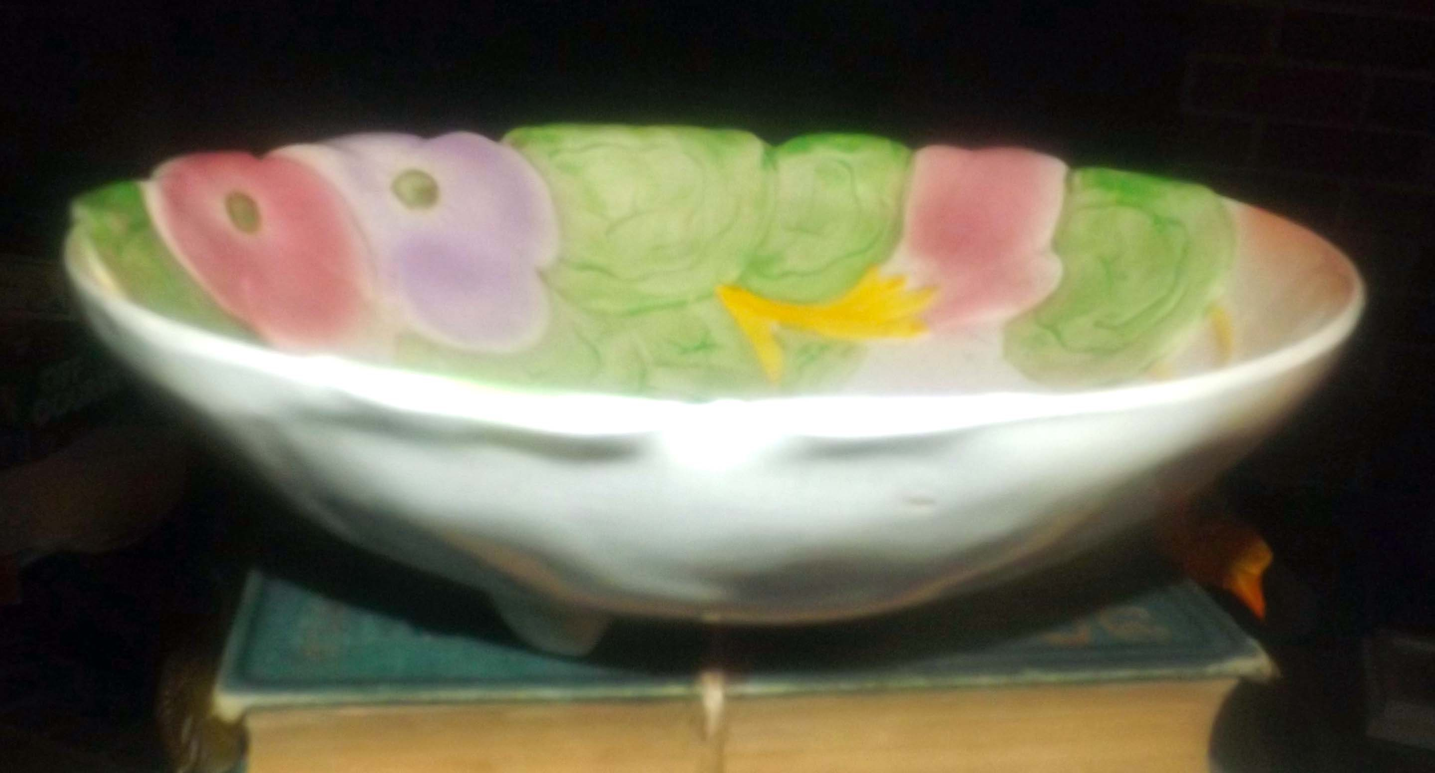 purple florals. Pink Early mid-century Avon Ware figural flower-shaped 1940s tri-footed salad serving bowl in the style of Carltonware