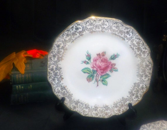 Mid-century Dominion China Briar Rose dinner plate 22K gold floral chintz verge and edge. Pink roses in center 1950s