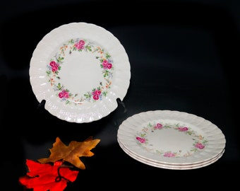 Vintage (1930s) Simpsons Potters Finsbury hand-decorated luncheon plate made in England. Sold individually.