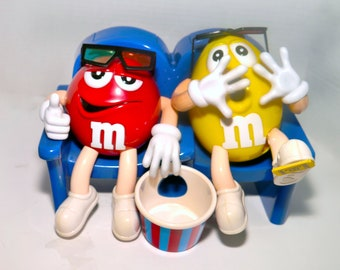 Vintage (1996) M&Ms Mars. Inc. At the Movies candy dispenser. Mr. Red and Mr. Yellow with popcorn bowl at a scary 3D movie. Too cute.