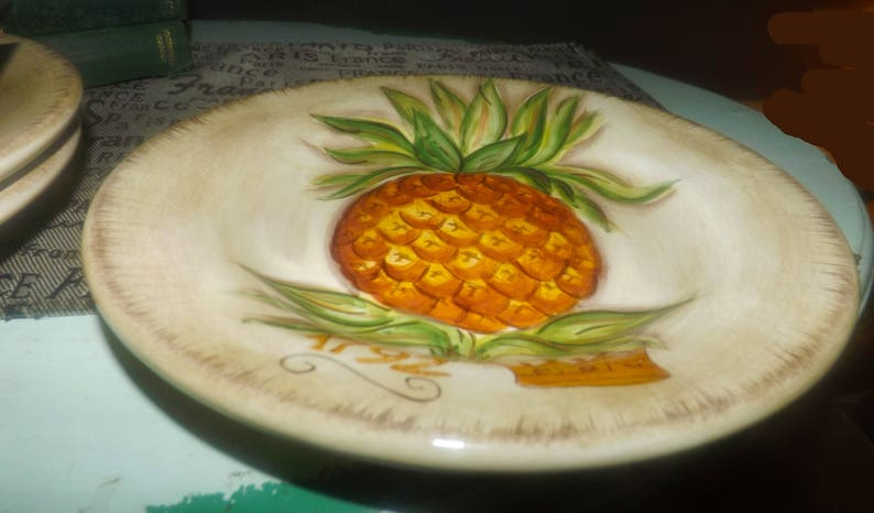 scarce Tabletops Unlimited Tropical Pineapple salad plate Hand-painted pineapple in center wording 1792 with crown. Vintage 1996