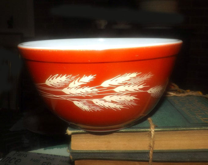 Vintage (1970s) Pyrex | Corning Autumn Harvest 1.5 quart glass mixing bowl. White wheat sheaves on brown  | russet ground. USA made