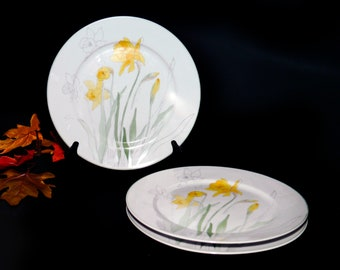 Vintage (1983) Block Spal Daffodil large dinner plate. Mary Lou Goertzen design made in Portugal. Sold individually.