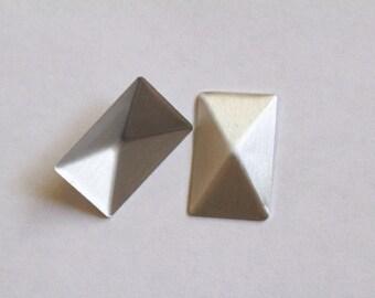 ab789b61876862 2 x 1,2 cm silber Pyramide Hotfix | Rechteckige Pyramide Hotfix |  Rechteck-Hotfix | Kleber auf Pyramide | Hot fix-Bolzen | Rechteckige  Pyramide Ohrstecker ...