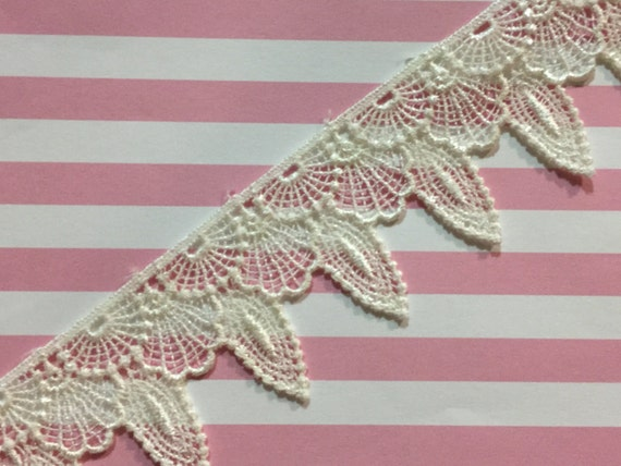 3//4 Detailed Butterfly Venise Lace Trim 5 Yards