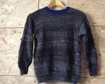 Trui voor kind maat 152/158. Dunne Handgesponnen schapenwollen trui.