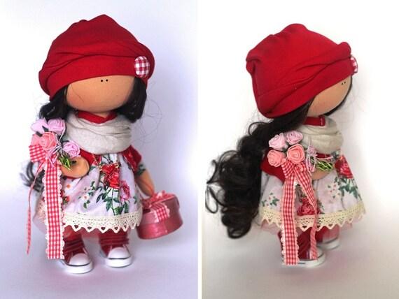 Poupée en tissu poupée Tilda couleur d'été poupée fait main rouge noir POUPEE chiffon poupée bébé poupée chiffon poupée intérieur poupée par maître Yulia G.