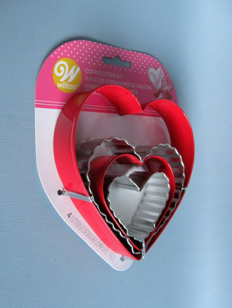 Heart /& Love Cookie Cutters Set of 4 HEARTS Wilton Heart Cookie Cutters in 4 Sizes 4 Metal Heart Cookie Cutters 2 Red -  2 Silver