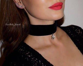Karen Choker. Black Velvet Choker with Teardrop Swarovski Crystal. Unique Choker. Celebrity Choker. Trendy Choker.