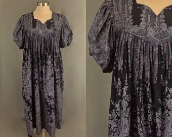 5e69bea6ff4e 1970's Dark Blue and White Short Sleeve Bubble Sleeve Muumuu Dress With  Pockets